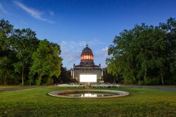Sommerkino 2019 vor dem Mausoleum in Dessau